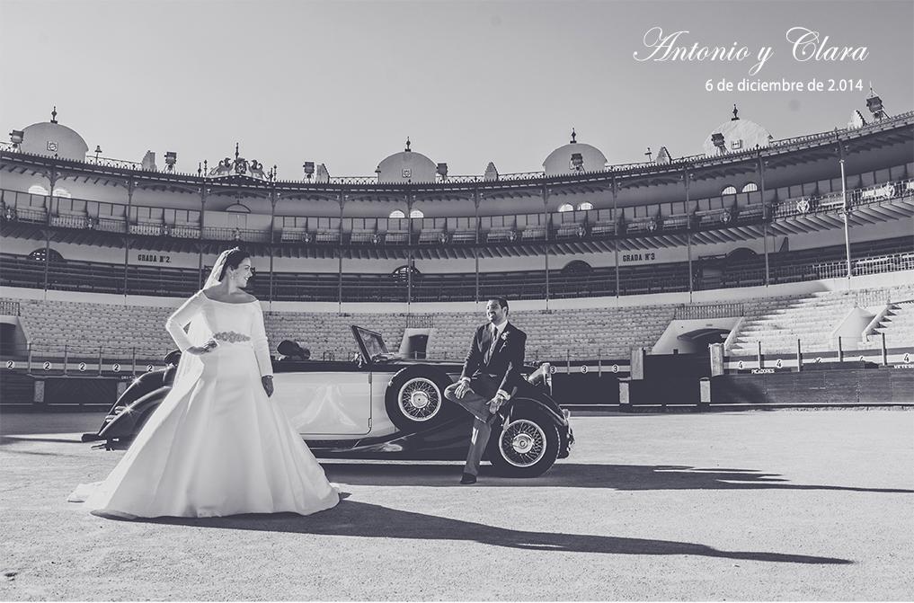 fotógrafos de boda en la iglesia de los franciscanos- Pareja en la plaza de toros