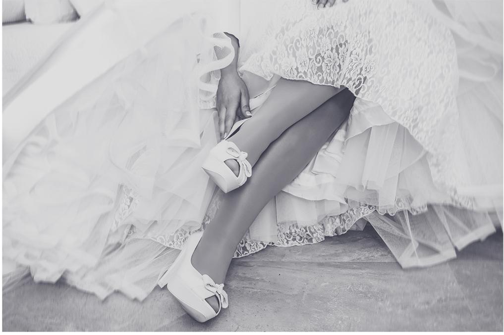 fotógrafos de boda en la plaza de toros de almería - Detalle de zapatos