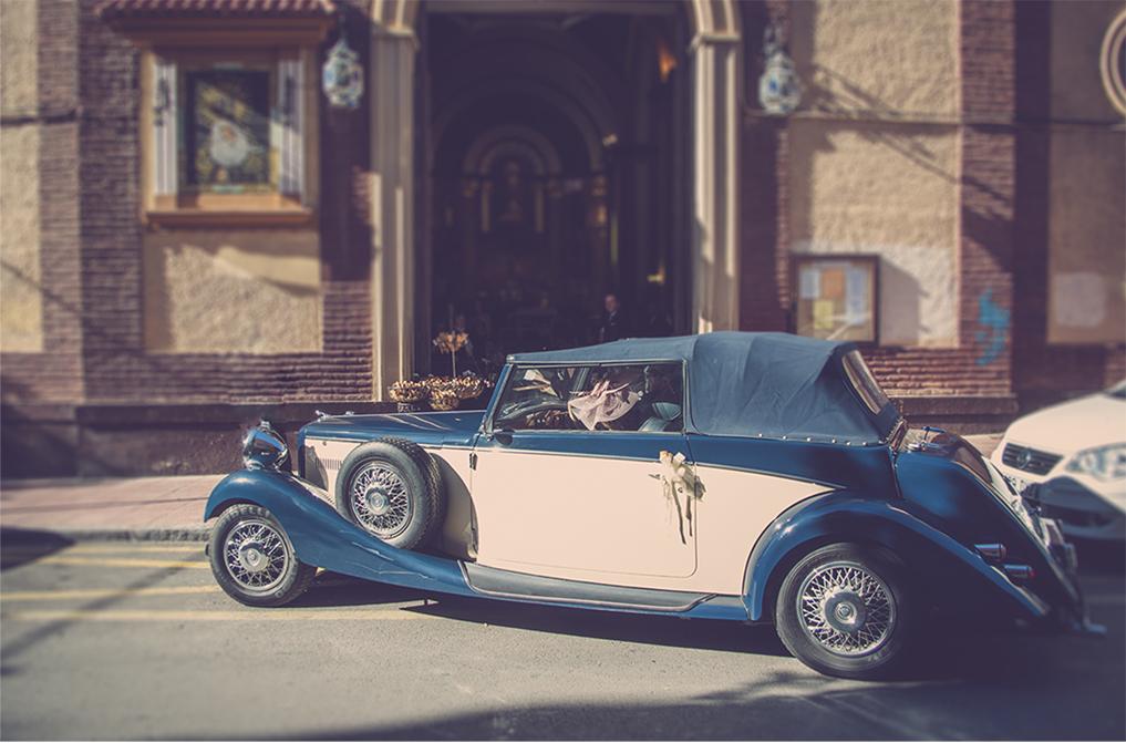 fotógrafos de boda en la plaza de toros de almería - llegando la novia a la iglesia de los franciscanos