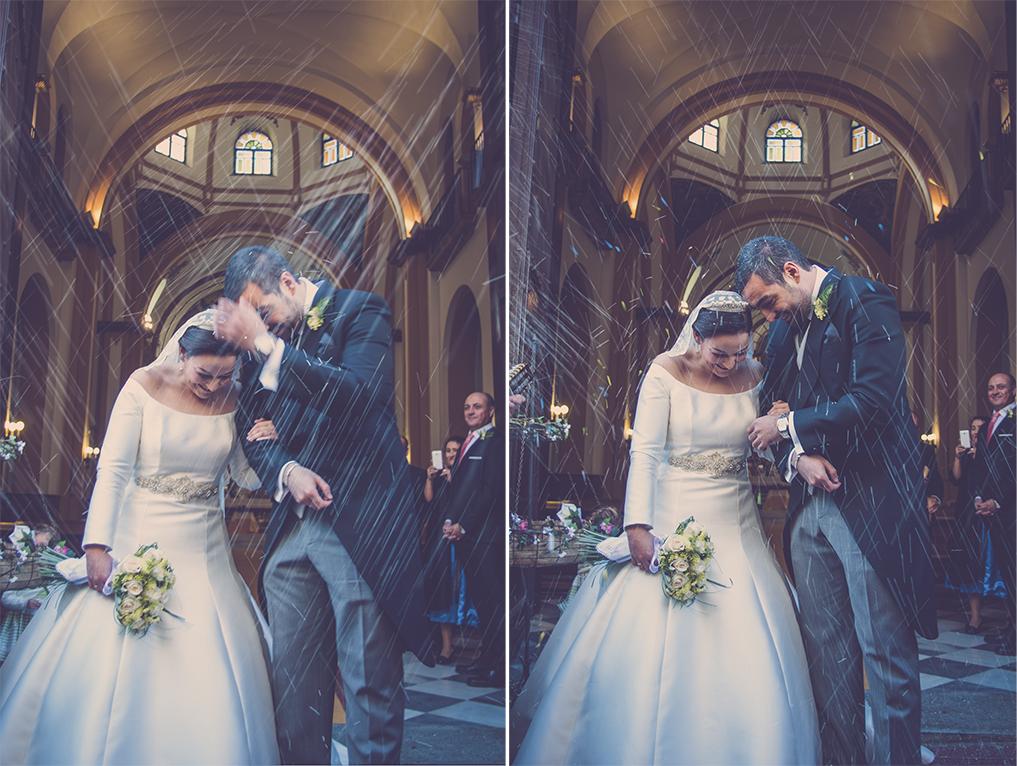 fotógrafos de boda en la plaza de toros de almería - tirando arroz