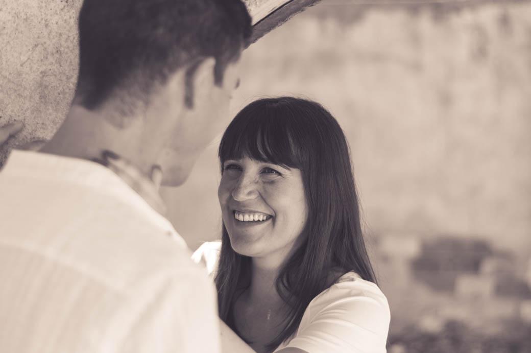 pareja mirandose en blanco y negro-fotógrafos de bodas almería -blow up photo
