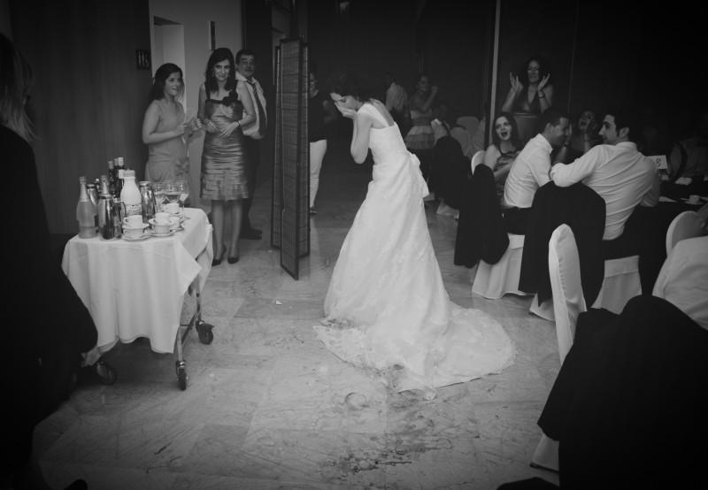 boda-momentazos de boda-fotografo-almería--divertido-espontaneo-blow up photo-07