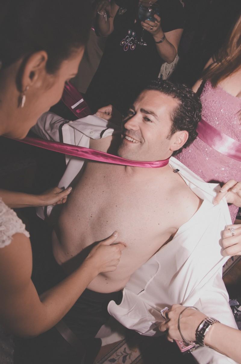 boda-momentazos de boda-fotografo-almería--divertido-espontaneo-blow up photo-09