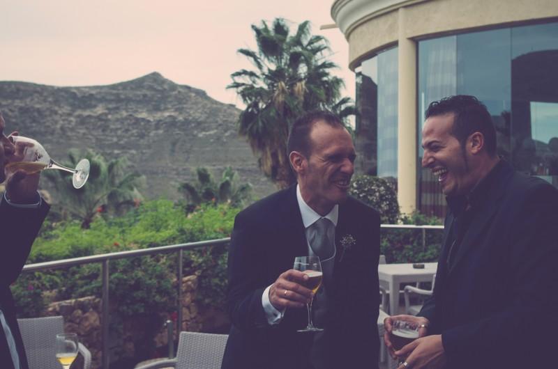 boda-momentazos de boda-fotografo-almería--divertido-espontaneo-blow up photo-10