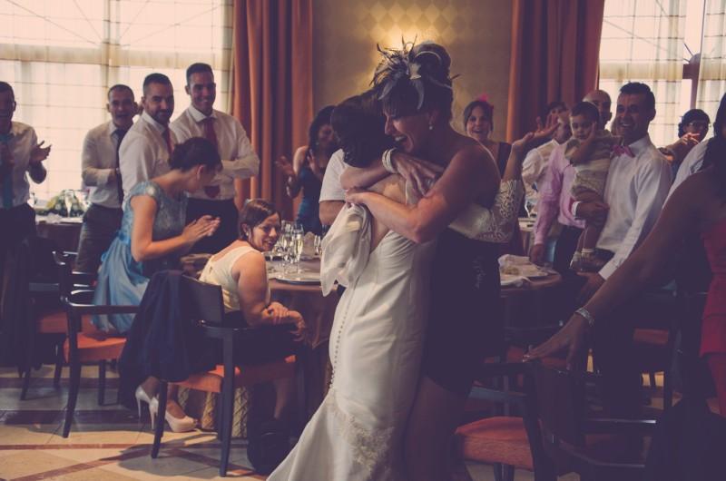 boda-momentazos de boda-fotografo-almería--divertido-espontaneo-blow up photo-13