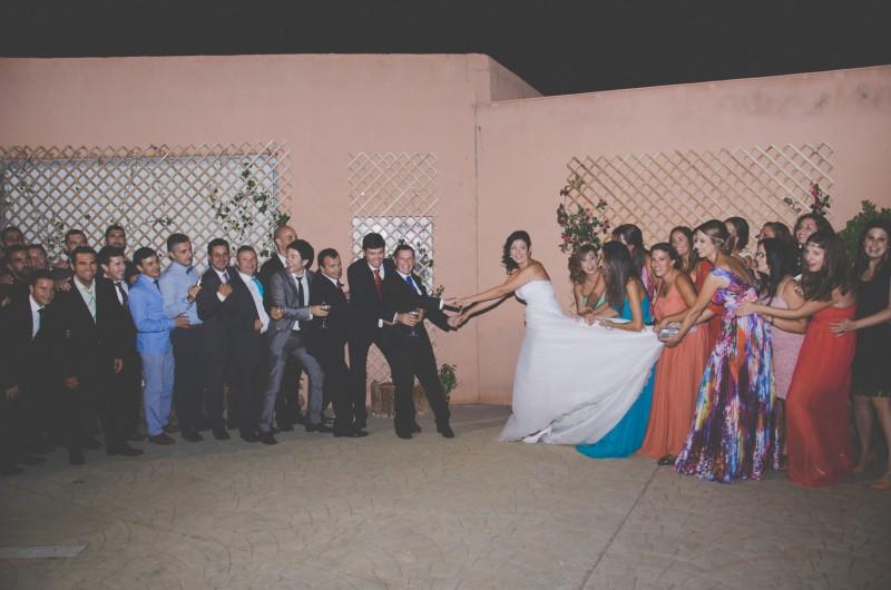 boda-momentazos de boda-fotografo-almería--divertido-espontaneo-blow up photo-16