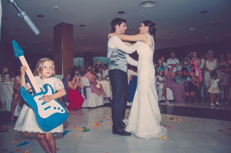 boda-momentazos de boda-fotografo-almería--divertido-espontaneo-blow up photo-18