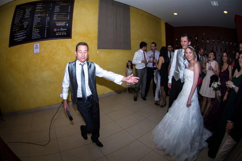 boda-momentazos de boda-fotografo-almería--divertido-espontaneo-blow up photo-19