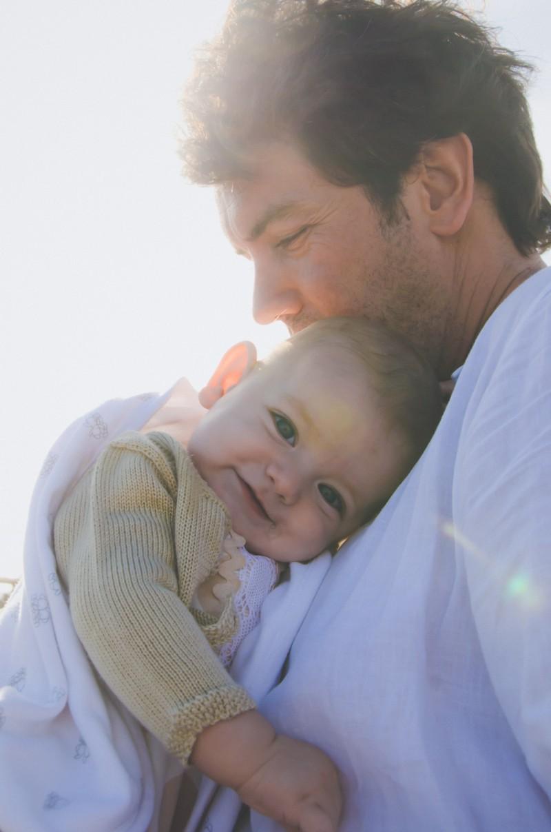 familia-niños-fotografo-almería-naturales-espontaneas-felices-blow up photo-06